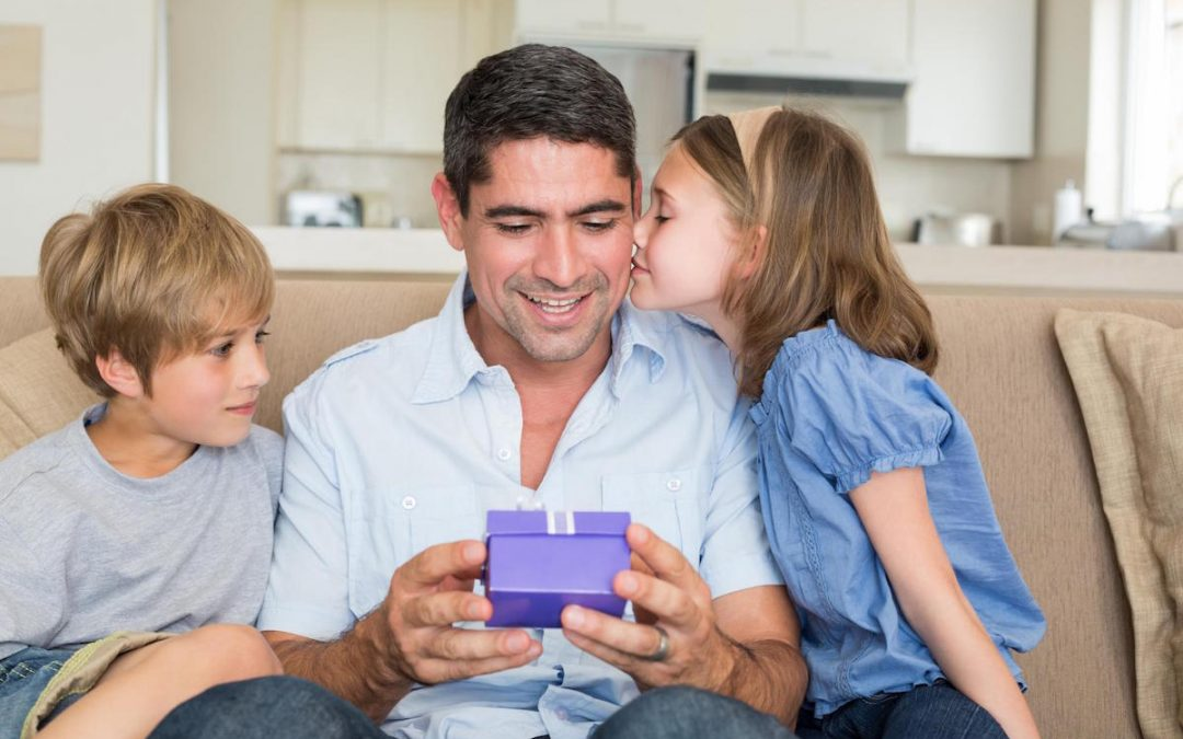 4 Useful Gifts Ideas for Dad this Father's Day